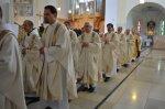 92-die-priester-beim-auszug-aus-der-kirche.jpg