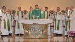 8-die-priester-am-altar-DSC_0201-2.jpg