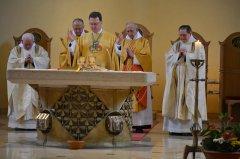6-die-priester-am-altar-DSC_0331.jpg